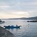 台東縣東河鄉深度旅遊,不限新蘭漁港春,夏,秋,冬無自然生態,戶外活動新蘭漁港為都蘭內唯一的小漁港,碼頭上豎立著一座紅色的燈塔,在每個夜晚指引出入的小船隻作業。於天氣好的時候來到漁港,最能感受到這的魅力,且站在木棧道上可遠望都蘭灣與綠島,同時也能將東海岸原住民的聖山-都蘭山盡收眼底。