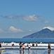 宜蘭縣頭城鎮親朋好友,學生小資,不限外澳衝浪夏無戶外活動無論何種季節,在外澳海灘上,隨處可見飛行傘、衝浪、清涼美女與海灘球,這是美麗的海灘上不可缺少的活動。適合全家大小一同共遊,享受陽光、追逐浪花,還可見許多的小魚,隨著大海沖上岸來,當浪花散去,您可以看到小螃蟹探頭跑出來。