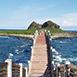 台東縣成功鎮不限,家族旅遊三仙台風景區夏無自然生態,戶外活動冬三仙台是由離岸的小島和海中的珊瑚礁岩石所構的自然景觀區,其中由八個拱形所組成的跨海大橋,更是氣勢壯大,因而成為三仙台的重要指標;此外,三仙台島上的景觀、植物生態及巨大的岩礁都保留最原始的面貌,而被列為自然保護區,是花東海岸線景觀最美的地方。